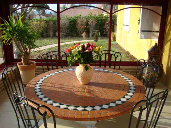 Table mosa que table fer forg votre table mosa que ronde ou rectangulaire en c ramique for Comment realiser une table de jardin en mosaique