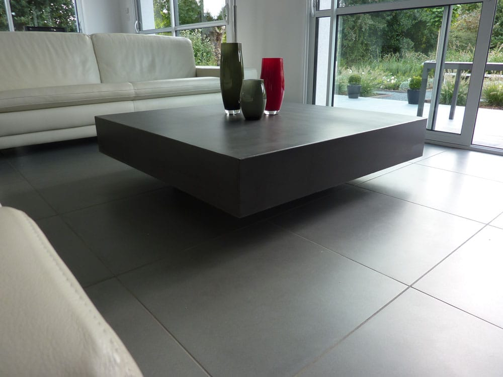 Table basse design en b ton h lium table design en b ton for Table haute de salon